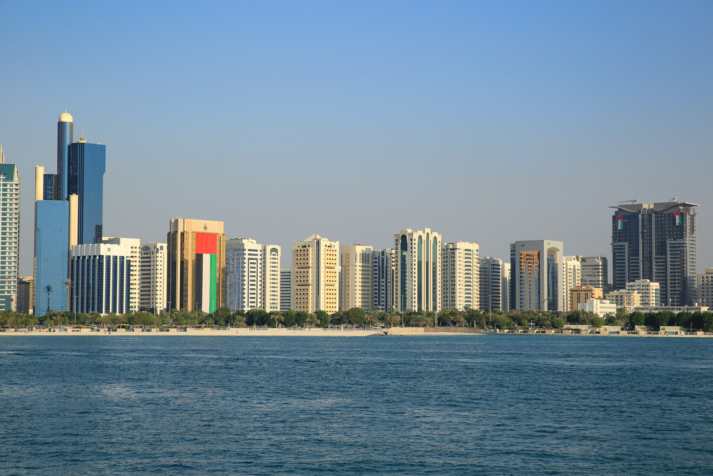 Een skyline in Abu Dhabi